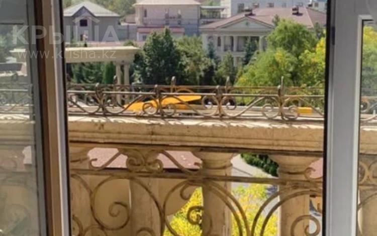 2-комнатная квартира, 70 м², 5/6 этаж помесячно, Омаровой 23 — проспект Достык за 250 000 〒 в Алматы, Медеуский р-н