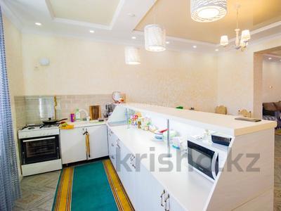 5-комнатный дом, 290 м², 10 сот., Енлик Кебек 24 — Жастар за 60 млн 〒 в Талдыкоргане — фото 16