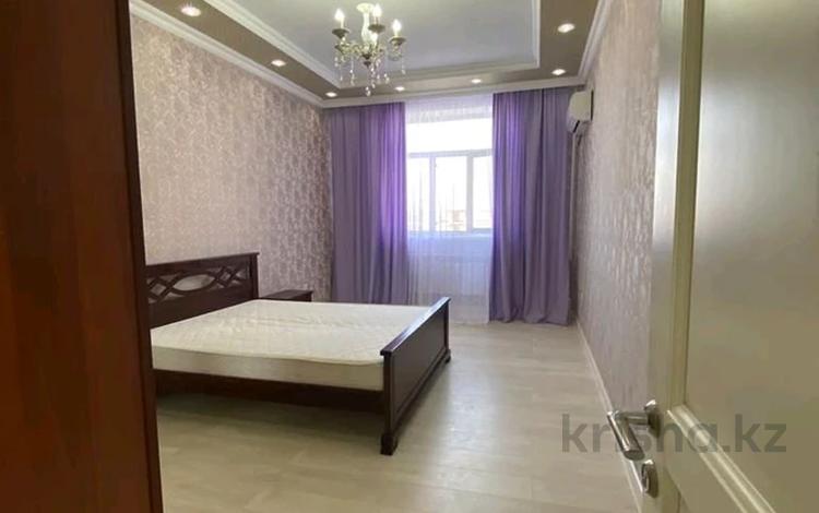 3-комнатная квартира, 125 м², 2/14 этаж помесячно, 17-й мкр 6 за 350 000 〒 в Актау, 17-й мкр