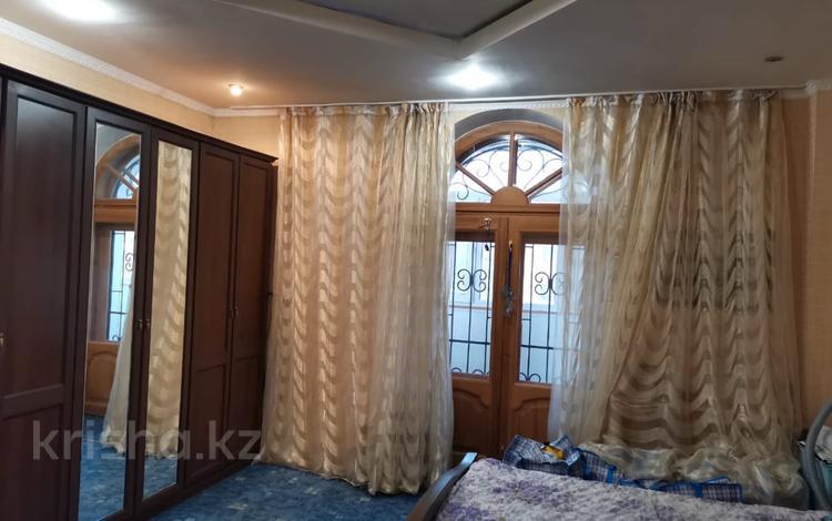 3-комнатная квартира, 76 м², 1/2 этаж, Абая за 20 млн 〒 в Караганде, Казыбек би р-н