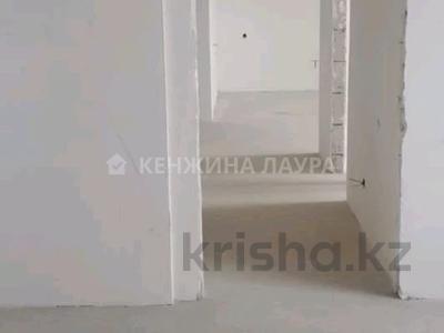 3-комнатная квартира, 101 м², 10/18 этаж, Кенесары за 27.9 млн 〒 в Нур-Султане (Астана), Сарыарка р-н — фото 17