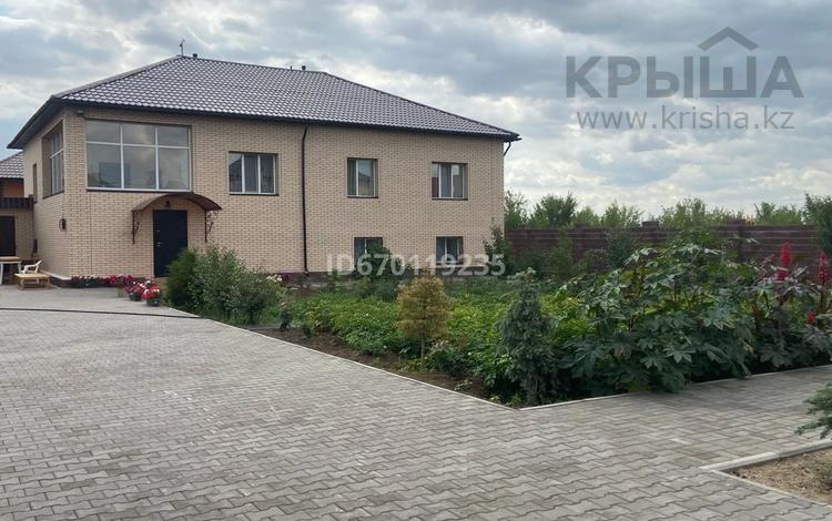 6-комнатный дом, 275 м², 10 сот., мкр Новый Город 5 за 85 млн 〒 в Караганде, Казыбек би р-н