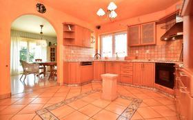 8-комнатный дом, 400 м², 10 сот., Domanovická 24 — Zdiměřická 24 за 445 млн 〒 в Праге