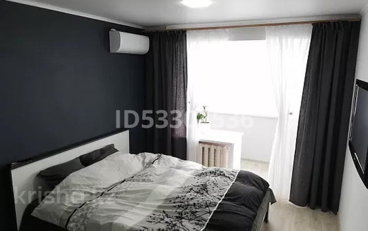1-комнатная квартира, 34 м², 2/5 этаж по часам, Бухар жирау 45 за 1 000 〒 в Караганде, Казыбек би р-н