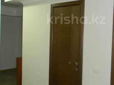 3-комнатная квартира, 89 м², 10/10 этаж помесячно, Ермекова 106/6 за 120 000 〒 в Караганде, Казыбек би р-н — фото 13