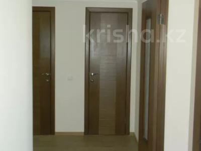 3-комнатная квартира, 89 м², 10/10 этаж помесячно, Ермекова 106/6 за 120 000 〒 в Караганде, Казыбек би р-н — фото 14