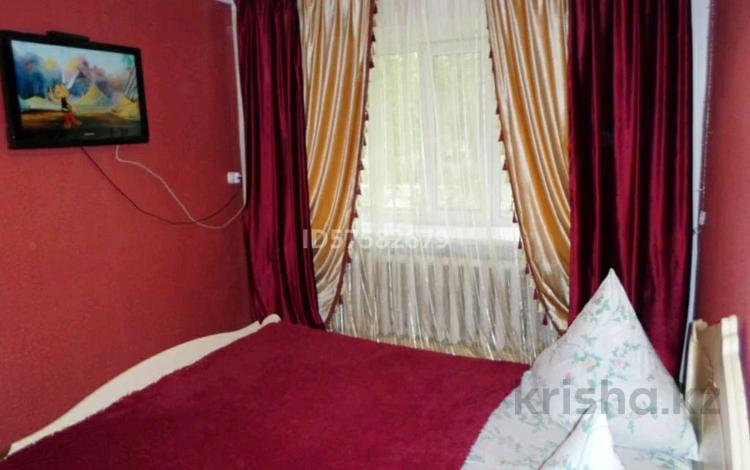 1-комнатная квартира, 38 м² посуточно, Назарбаева 234 — М. Маметова за 5 000 〒 в Уральске
