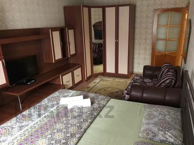 1-комнатная квартира, 32 м², 3/5 этаж посуточно, Муканова за 7 000 〒 в Караганде, Казыбек би р-н — фото 2