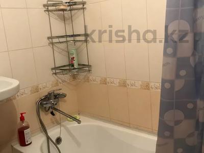 1-комнатная квартира, 32 м², 3/5 этаж посуточно, Муканова за 7 000 〒 в Караганде, Казыбек би р-н — фото 3