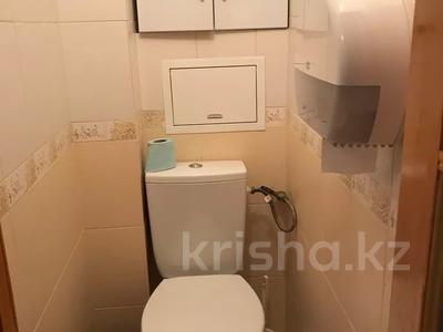1-комнатная квартира, 32 м², 3/5 этаж посуточно, Муканова за 7 000 〒 в Караганде, Казыбек би р-н — фото 4