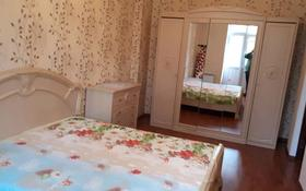 2-комнатная квартира, 65 м², 2/3 этаж помесячно, мкр Центральный, Азаттык 15 за 200 000 〒 в Атырау, мкр Центральный
