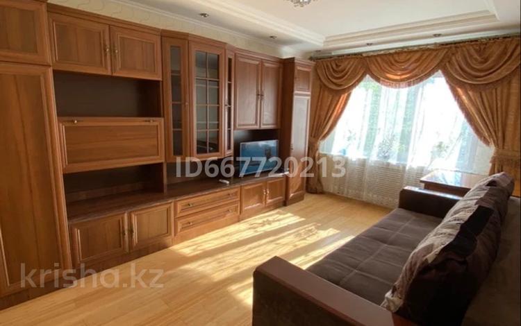 1-комнатная квартира, 31 м², 3/5 этаж посуточно, Желтоксана 6 — Кенесары за 7 000 〒 в Нур-Султане (Астане)