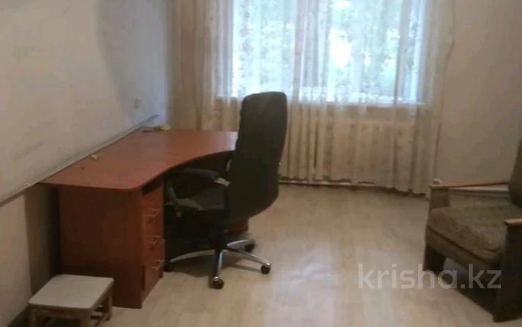 3-комнатная квартира, 62 м², 1/5 этаж, мкр №9, Мкр №9 за 19.5 млн 〒 в Алматы, Ауэзовский р-н