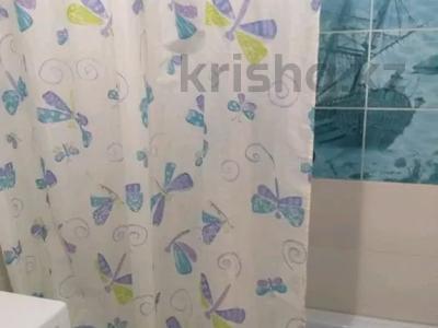 2-комнатная квартира, 65 м², 1/5 этаж посуточно, Азаттык 5 Б за 8 000 〒 в Атырау — фото 9