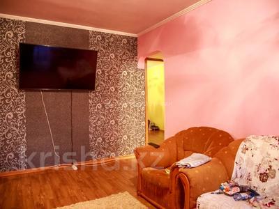 3-комнатная квартира, 60 м², 4/4 этаж помесячно, мкр №6, Мкр №6 38 — Абая за 100 000 〒 в Алматы, Ауэзовский р-н