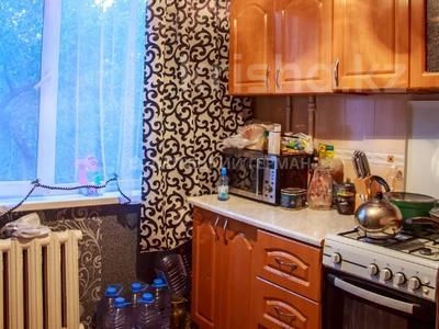 3-комнатная квартира, 60 м², 4/4 этаж помесячно, мкр №6, Мкр №6 38 — Абая за 100 000 〒 в Алматы, Ауэзовский р-н — фото 2