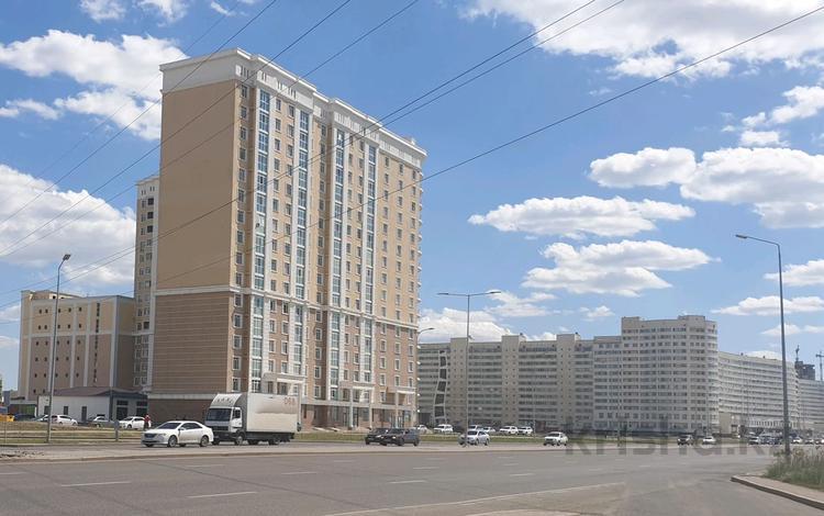 3-комнатная квартира, 105 м², 13/17 этаж, Айтматова 36/8 за 22 млн 〒 в Нур-Султане (Астана), Есиль р-н