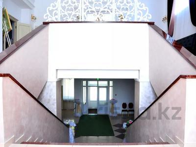 Здание, площадью 1224 м², Алии Молдагуловой за 235 млн 〒 в Экибастузе — фото 2