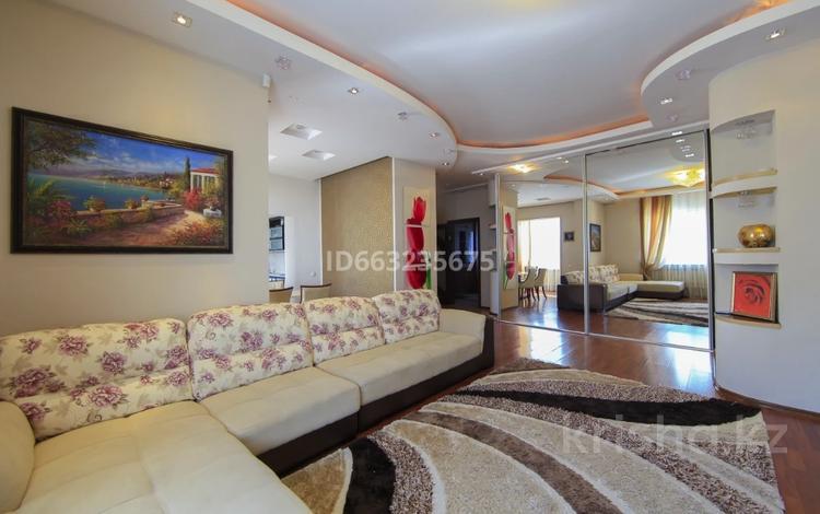 3-комнатная квартира, 120 м² посуточно, проспект Аль-Фараби за 20 000 〒 в Алматы, Бостандыкский р-н