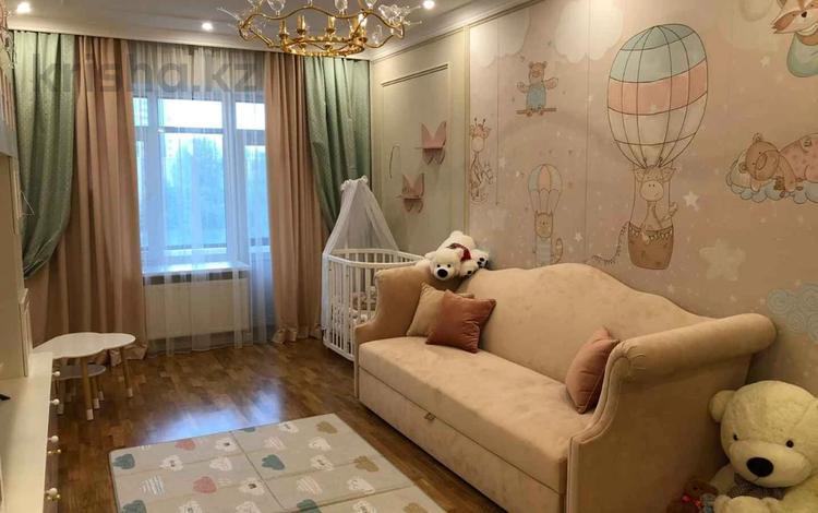 4-комнатная квартира, 192 м², 4/11 этаж, Кенесары 47 за 65 млн 〒 в Нур-Султане (Астана), р-н Байконур