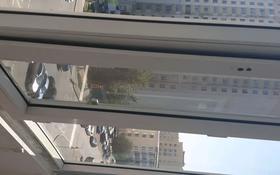 1-комнатная квартира, 30 м², 5/15 этаж помесячно, Иманова — Жубанова за 110 000 〒 в Нур-Султане (Астана), р-н Байконур