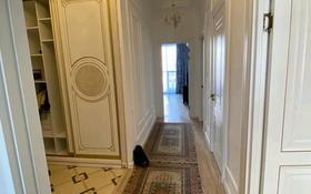 4-комнатная квартира, 112 м², 3/9 этаж помесячно, Шамши Калдаякова 4 за 400 000 〒 в Нур-Султане (Астана), р-н Байконур