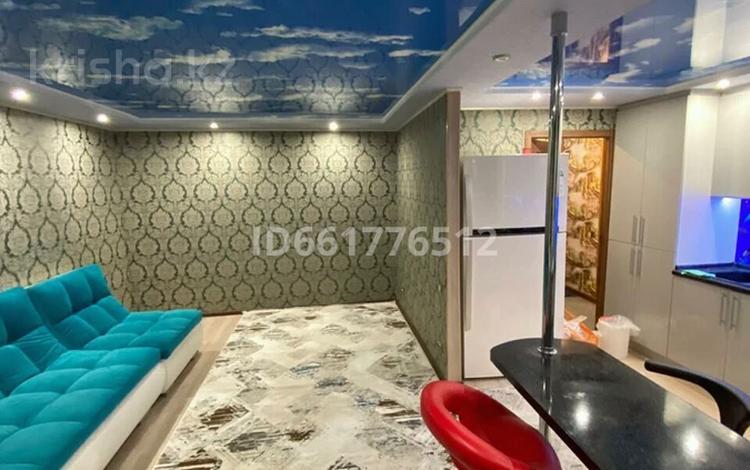 2-комнатная квартира, 60 м², 2/9 этаж посуточно, Утепова 2 — Утепова за 15 000 〒 в Усть-Каменогорске