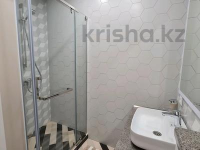 2-комнатная квартира, 60 м², 1/4 этаж помесячно, проспект Нурсултана Назарбаева 32 за 200 000 〒 в Караганде — фото 5