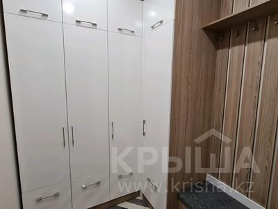 2-комнатная квартира, 60 м², 1/4 этаж помесячно, проспект Нурсултана Назарбаева 32 за 200 000 〒 в Караганде — фото 8