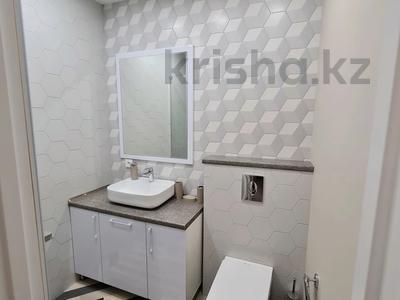 2-комнатная квартира, 60 м², 1/4 этаж помесячно, проспект Нурсултана Назарбаева 32 за 200 000 〒 в Караганде — фото 4
