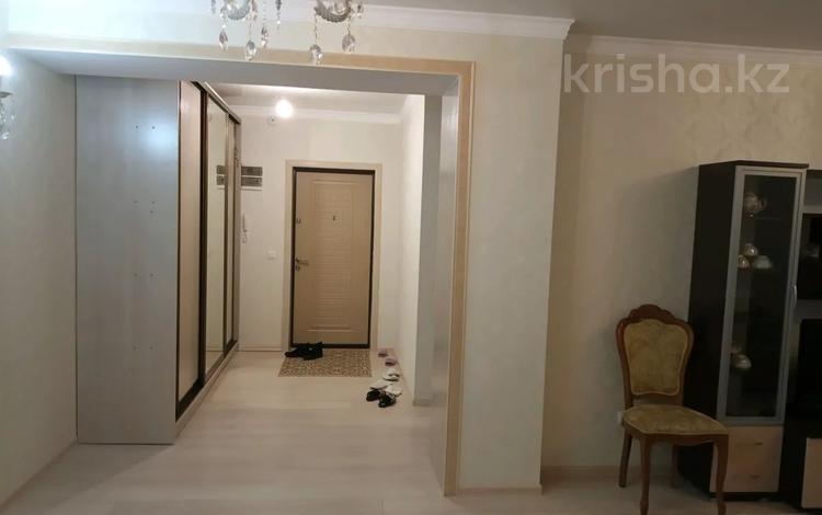 3-комнатная квартира, 120 м², 6/14 этаж посуточно, Абая 8 — Сарыарка за 20 000 〒 в Нур-Султане (Астана), Сарыарка р-н