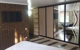 1-комнатная квартира, 38 м², 3/5 этаж посуточно, Нуркена Абдирова за 9 999 〒 в Караганде, Казыбек би р-н