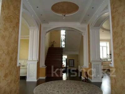 9-комнатный дом, 360 м², 10 сот., Кунгей 811 за 46 млн 〒 в Караганде, Казыбек би р-н