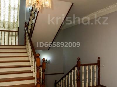 10-комнатный дом, 750 м², 20 сот., улица Бузыкты за 175 млн 〒 в Нур-Султане (Астане)