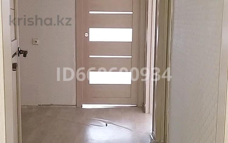 3-комнатная квартира, 64 м², 4/5 этаж, мкр Юго-Восток, 29й микрорайон 17 за 14.5 млн 〒 в Караганде, Казыбек би р-н