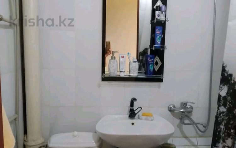 1-комнатная квартира, 32 м², 4/5 этаж, 17мкр 10 — Еримбетова за 10 млн 〒 в Шымкенте, Енбекшинский р-н