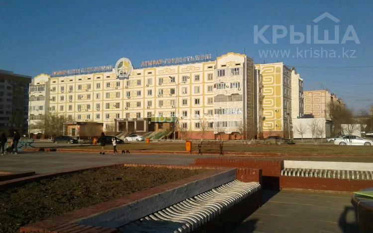 2-комнатная квартира, 52 м², 3/5 этаж, Авангард-4 33 — Сатпаева за 21 млн 〒 в Атырау, Авангард-4