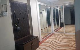 3-комнатная квартира, 73 м², 8/9 этаж, Молдагуловой 24 за 13 млн 〒 в Актобе, мкр 5