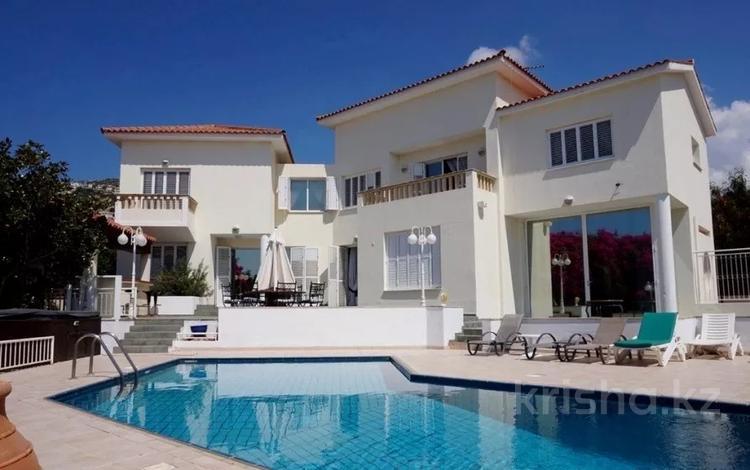 9-комнатный дом, 400 м², 14 сот., Пейя, Пафос за 395 млн 〒