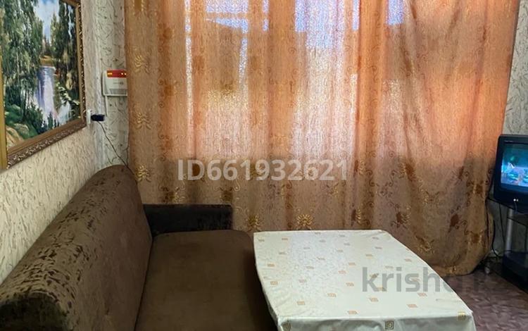 2-комнатная квартира, 45 м², 5/5 этаж, Тулепова 3/2 57 за 9 млн 〒 в Караганде
