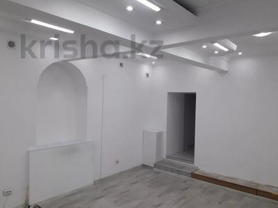 Магазин площадью 45 м², Кабанбай Батыра 122 — Желтоксан за 250 000 〒 в Алматы, Алмалинский р-н — фото 7