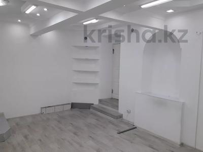 Магазин площадью 45 м², Кабанбай Батыра 122 — Желтоксан за 250 000 〒 в Алматы, Алмалинский р-н — фото 8
