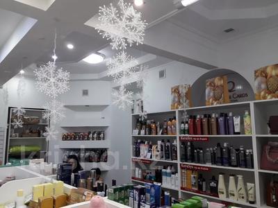 Магазин площадью 45 м², Кабанбай Батыра 122 — Желтоксан за 250 000 〒 в Алматы, Алмалинский р-н — фото 4