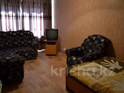 1-комнатная квартира, 30 м², 5/5 этаж по часам, Независимости 27/3 за 800 〒 в Усть-Каменогорске