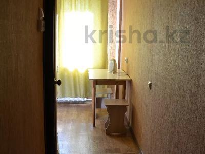 1-комнатная квартира, 30 м², 5/5 этаж по часам, Независимости 27/3 за 800 〒 в Усть-Каменогорске — фото 2