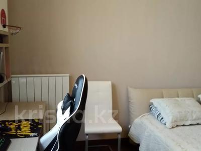 3-комнатная квартира, 120 м², 1/3 этаж, Аскарова Асанбая за 77 млн 〒 в Алматы, Бостандыкский р-н — фото 33