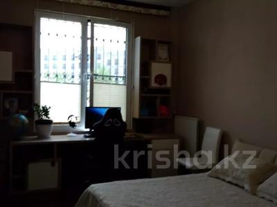 3-комнатная квартира, 120 м², 1/3 этаж, Аскарова Асанбая за 77 млн 〒 в Алматы, Бостандыкский р-н — фото 8