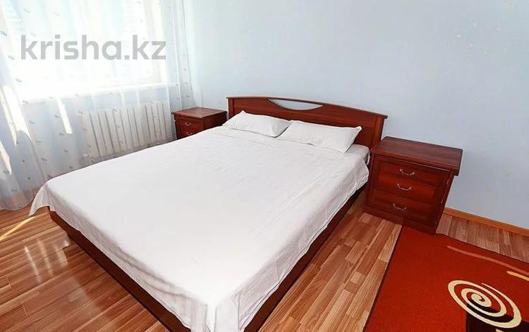 1-комнатная квартира, 40 м² по часам, Розыбакиева — Джандосова за 1 000 〒 в Алматы, Бостандыкский р-н