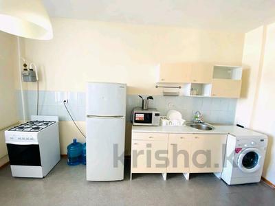 2-комнатная квартира, 60 м², 2/9 этаж посуточно, Привокзальный-3А 14 за 8 000 〒 в Атырау, Привокзальный-3А