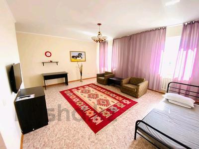 2-комнатная квартира, 60 м², 2/9 этаж посуточно, Привокзальный-3А 14 за 8 000 〒 в Атырау, Привокзальный-3А — фото 2